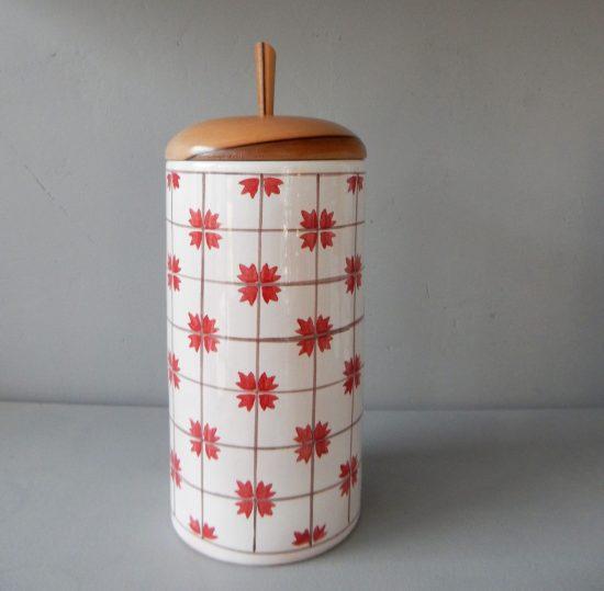 Grande boite en faience motif persil rouge